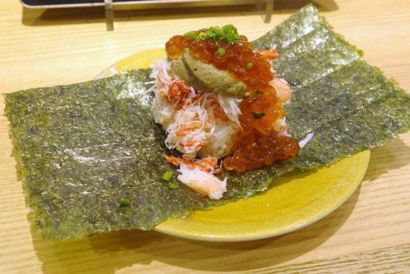 お一人様でもOK!山盛りの「こぼれ寿司」メニューが気軽に食べられる店