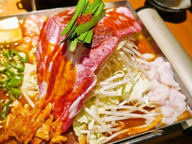 真夏でも食べたい!お肉も野菜もたっぷり、辛さが魅力の豪快ちりとり鍋