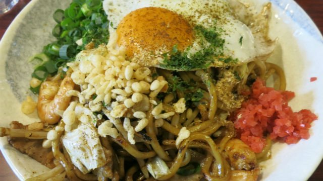 全粒粉の特注麺がなんと大盛り無料!焼きそば好きは行くべき浜松町の新店