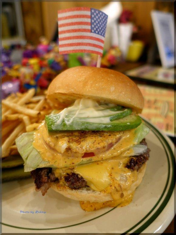 絶対に食べてみたくなる!お店のこだわりと個性が溢れるハンバーガー5選
