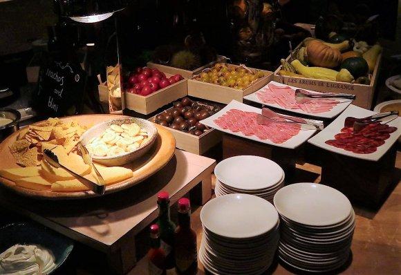 時間無制限で好きなだけカニ食べ放題!カニ料理も豊富なホテルブッフェ