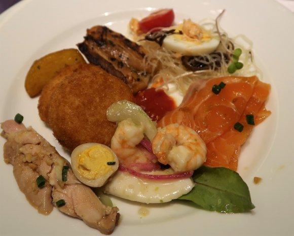 大阪でカニ食べ放題!時間無制限で楽しむカニ料理も豊富なホテルブッフェ