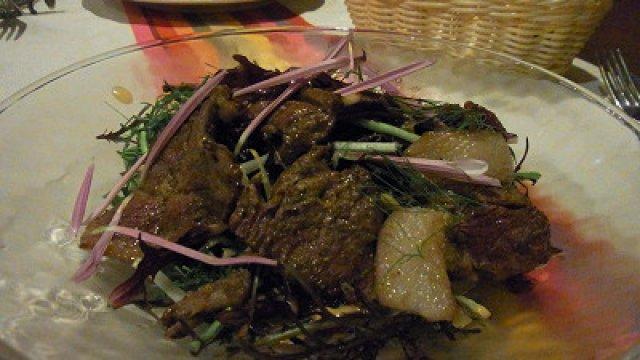 併せて食べて魅力倍増、骨太バスク料理と自然体の自家製パン!