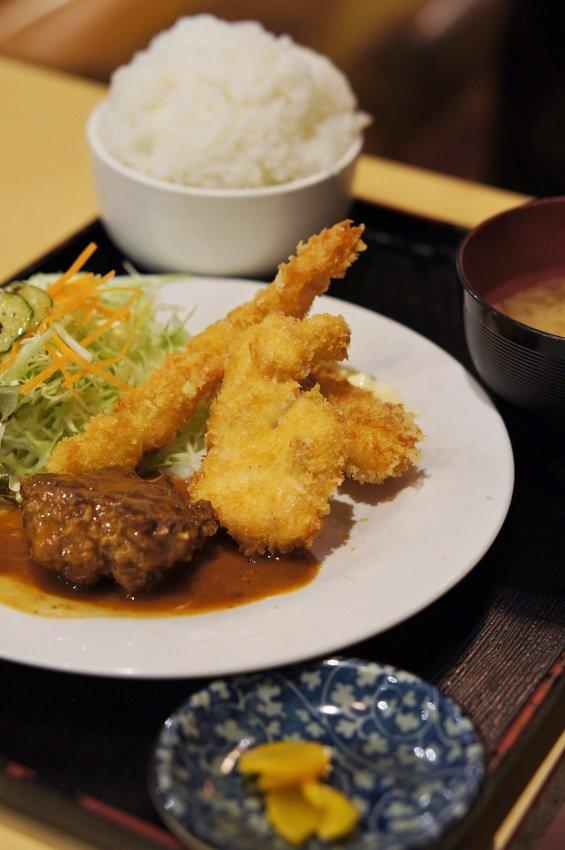 驚きの安さ!種類が豊富な定食が600円代で食べられる老舗の洋食屋さん