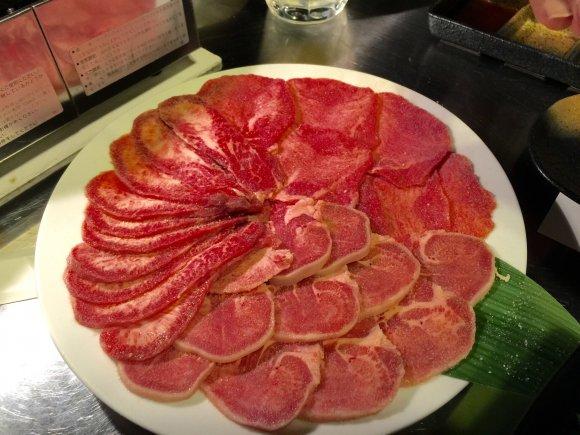 タン食べ比べにタンステーキ!「肉専用サワー」も注目の隠れ家