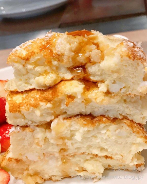 いちごが1パック以上のメガ盛り!年内限定ふわふわとろけるパンケーキ