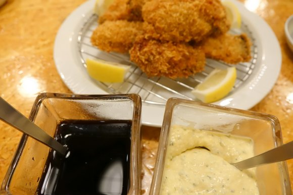 ハッピーアワーがお得!産地ごとの生牡蠣食べ比べが魅力の牡蠣バル