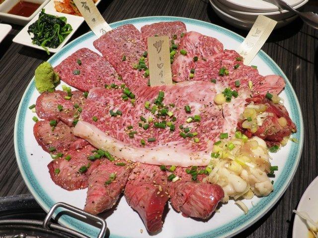 A5黒毛和牛の熟成肉をたっぷり300g!コースが得な昼飲みもできる店