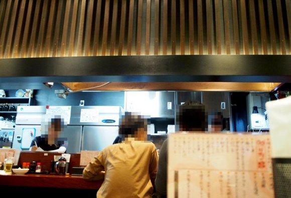 昼11時から福岡名物のとりかわで一杯!博多駅近で行列ができる人気の店