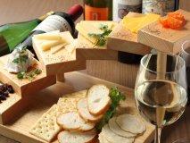 ボトルワイン26種が飲み放題!チーズ料理にもこだわるワインダイニング