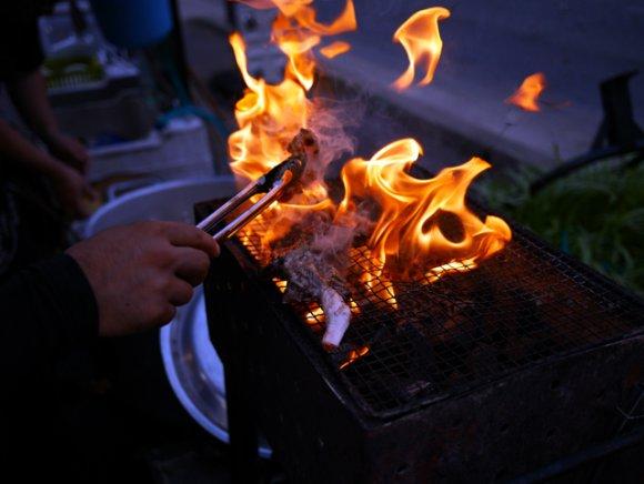骨付もも肉の炭火焼きがバリうま!新参店なのに博多でひときわ話題の屋台