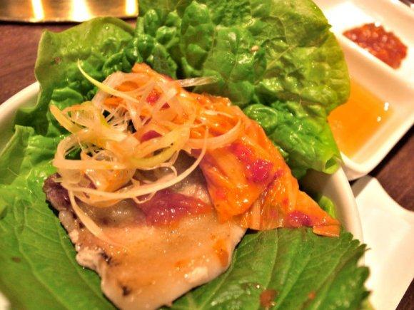 分厚い豚バラを味わい尽くす!韓国料理店の激旨サムギョプサル