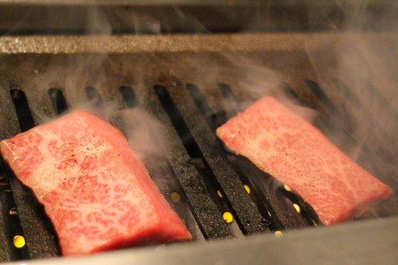 「3秒炙り」はとろける味わい!A4ランク雌牛に拘る焼肉新店