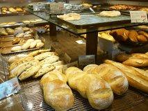 明太フランスも!100種以上がほぼ100円の人気パン屋さん