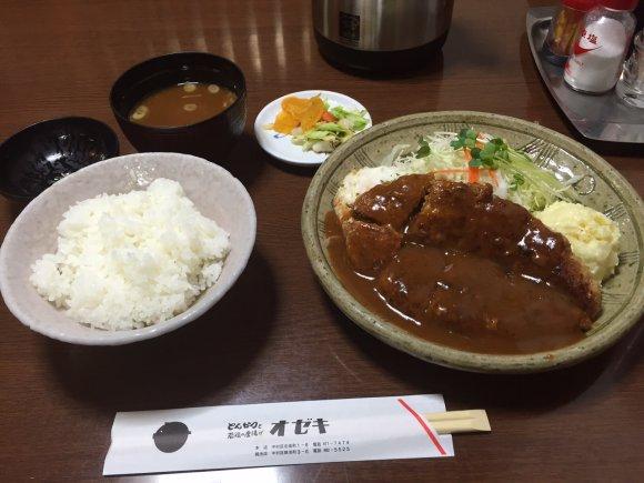 900円は超お得!名古屋で有名な老舗とんかつ屋の特大ハンバーグランチ