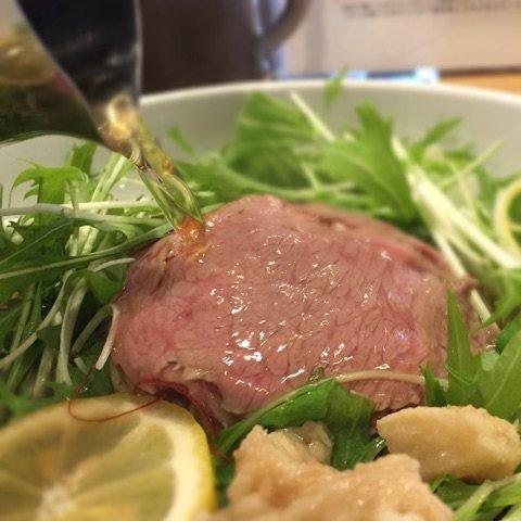 美味しくないわけがない!極上の松坂牛に熱々のスープを注ぐ「松阪牛麺」