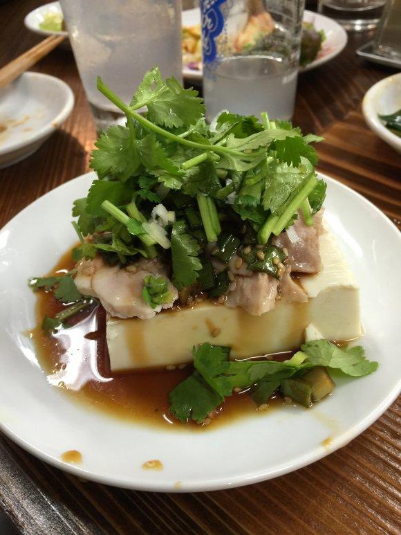 オープン早々話題沸騰!60種のメニューが壮観なアジア的食堂