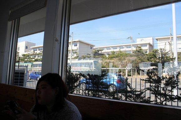 待ち時間も気にならない!絶景の海が目の前に広がるハワイアンレストラン