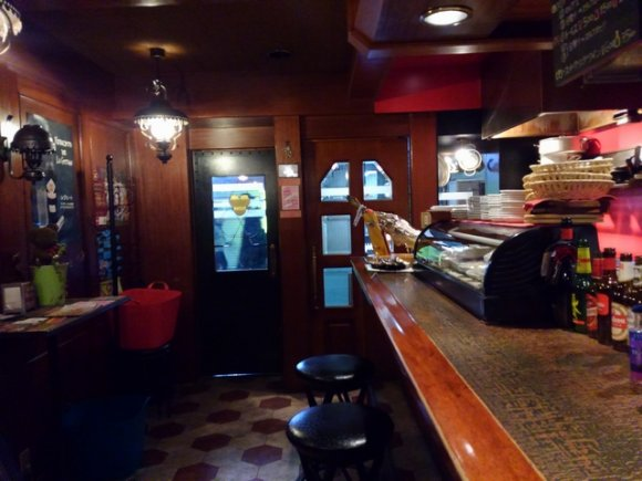 飲み屋密集地の繁盛店!安くて美味い居心地抜群のスペインバル