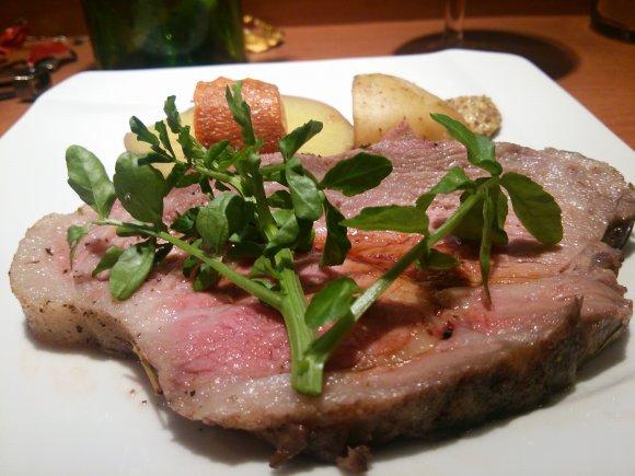 浅草橋の豚肉ワールド、肉厚ジューシーなトンテキ「グラシア」