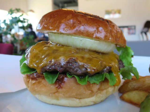 芸術・食欲の秋に!和牛100%のパティが旨いハンバーガーが味わえる店