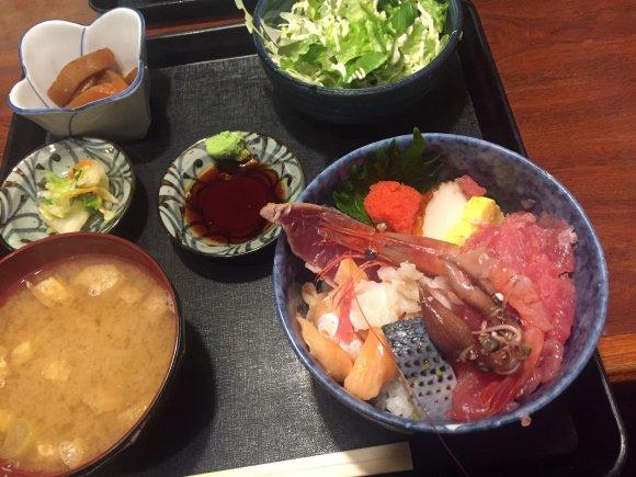 海鮮丼ランチが580円!駅構内にある居酒屋さんの激安ランチが凄い