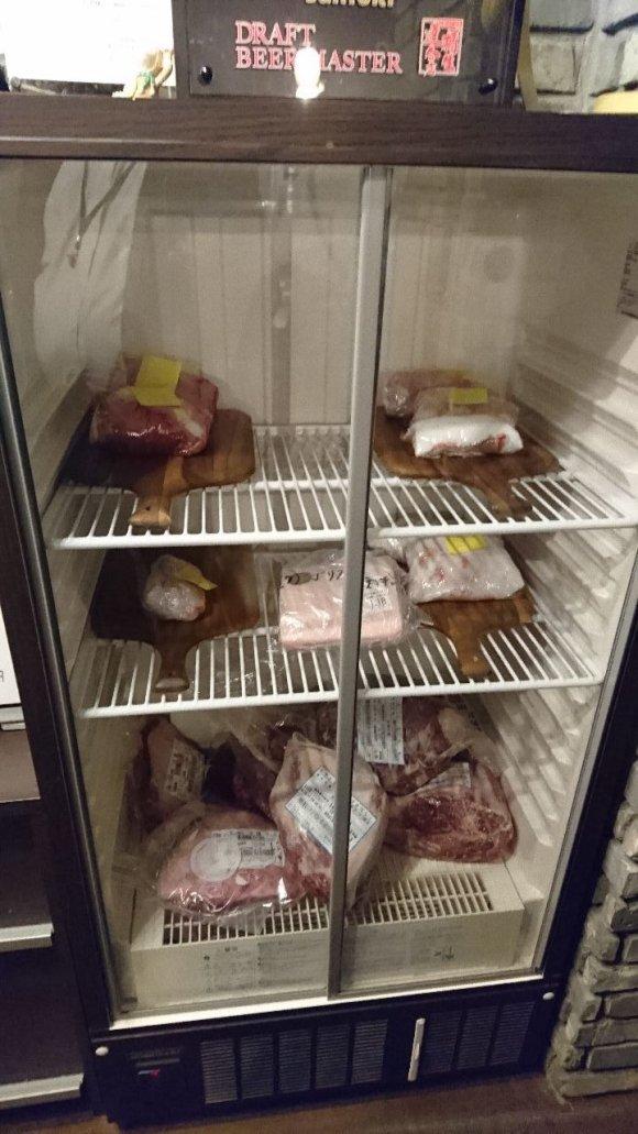 塊肉のステーキで盛り上がる!グラム単位でオーダー可能な肉バル@新橋