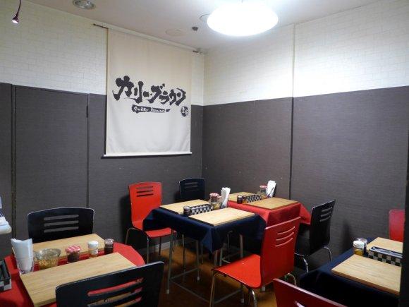 エビフライの存在感がヤバイ!大阪駅前ビルで味わう極上スパイスカレー
