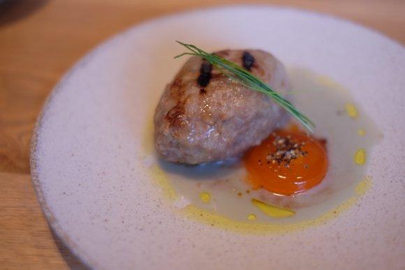 鶏料理の無限の可能性を感じる…!鶏肉を変幻自在に調理する『鶏くるり』