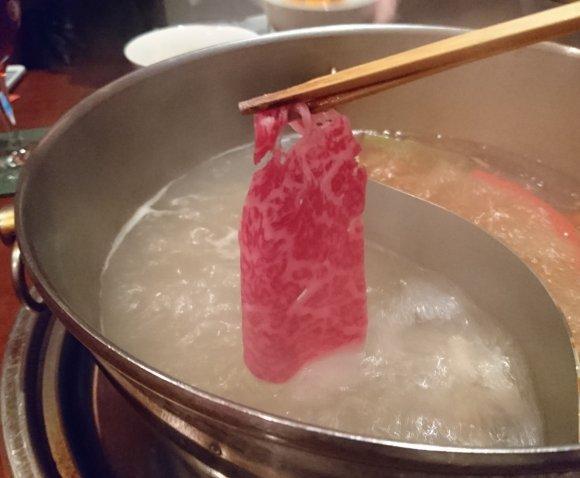 程よい辛さが後引く旨さ!『花椒庭』すべらない火鍋コースの絶品火鍋