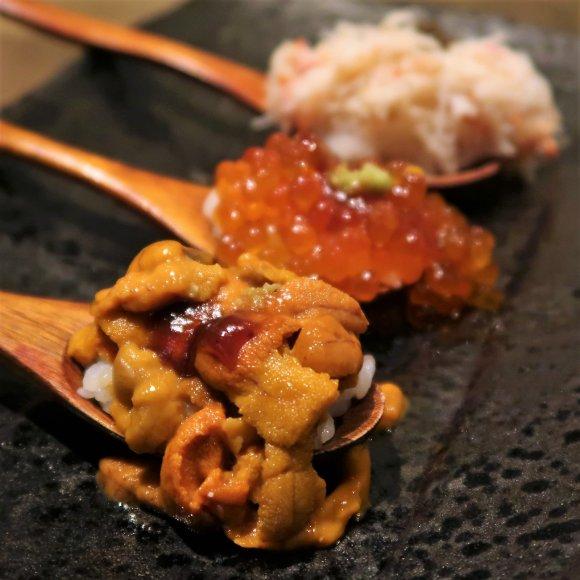 うに・かに・いくらのこぼれ盛り寿司も!高コスパすぎるミナミの穴場店