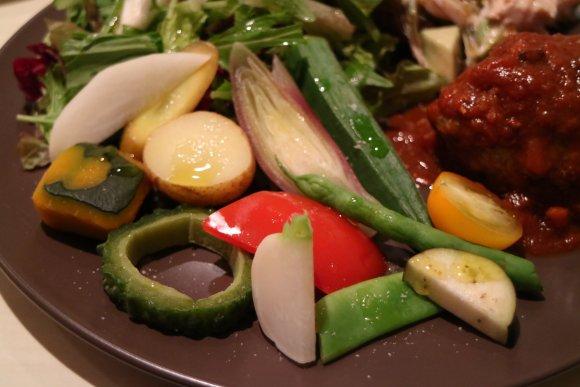 野菜不足が気になる忘年会シーズンに!野菜盛り盛りボリューム満点ランチ