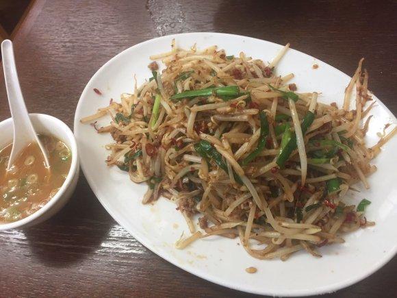 並んでも食べたい!ボリューム満点で癖になる美味さの「皿台湾ラーメン」
