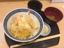 揚げたての天丼がワンコインで!お値打ち価格が嬉しい下町の天ぷら専門店