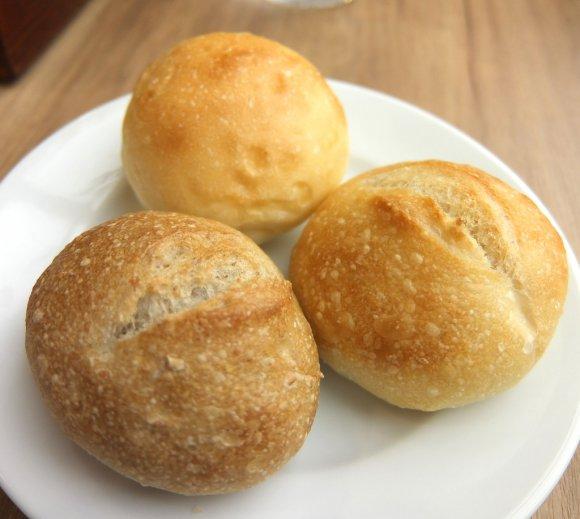【池袋】焼きたてパンが食べ放題!10種以上のパンがおかわり自由の店