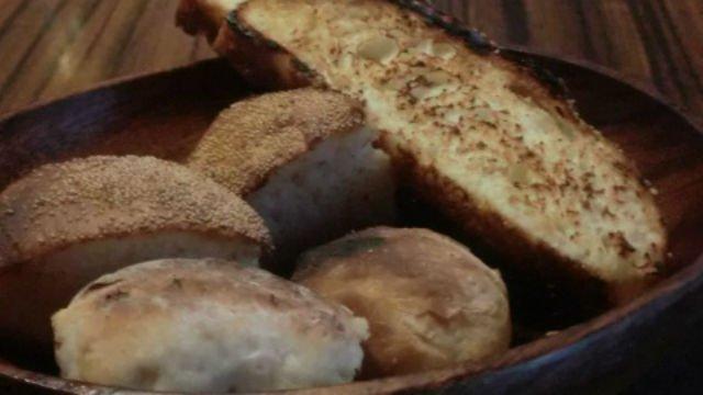 行きつけにしたい!自家製パンが美味しすぎて食事が進む隠れ家ビストロ