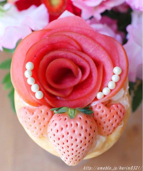 ハートがいっぱい!キラキラ輝く苺づくしのバレンタインクレープ
