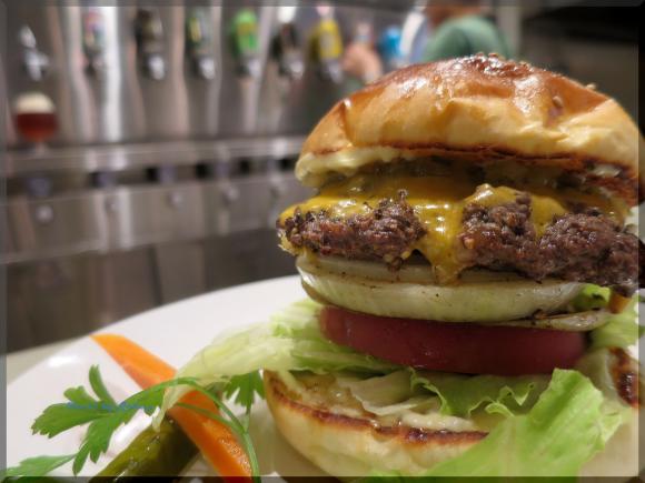 新店!クラフトビアバーで楽しむ、数量限定ハンバーガー!