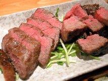 赤身もホルモンも絶品! 肉好きは絶対に行くべき店「肉小屋」