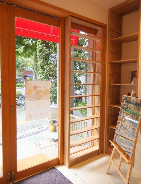 浅草で70年以上愛され続ける老舗パン屋「ペリカン」のカフェがオープン