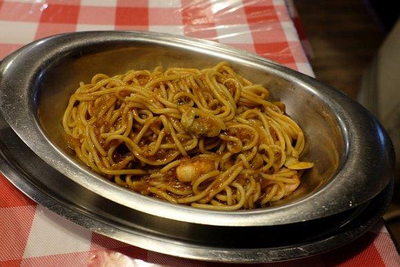 【イタリーノ】横浜・関内の老舗洋食屋で味わう独創的な名物ナポリタン