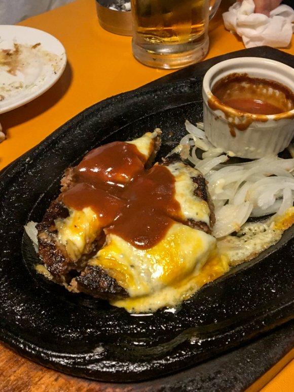 720gの肉塊も!ステーキからハンバーグまで驚きの価格の食べ飲み放題