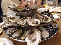 ミルキーな15種の生牡蠣食べ比べ!ワインも飲み放題な新宿駅激近のお店