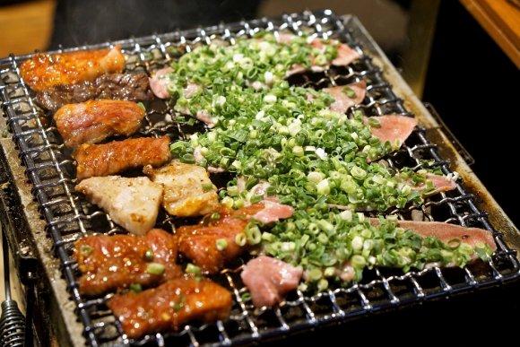 ご飯の「チョモランマ」を制覇せよ!白米の盛りがハンパない大衆焼肉店