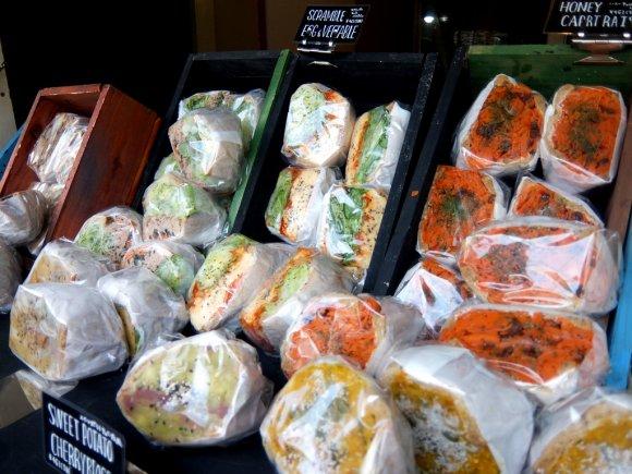 ボリューム抜群!野菜不足が解消できそうな拘りのサンドイッチ