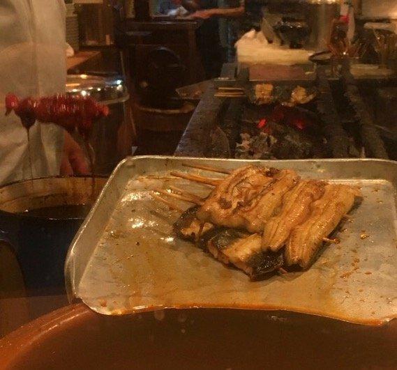 この値段でこのクオリティーは超貴重!鰻も焼鳥ものった魅惑のどんぶり