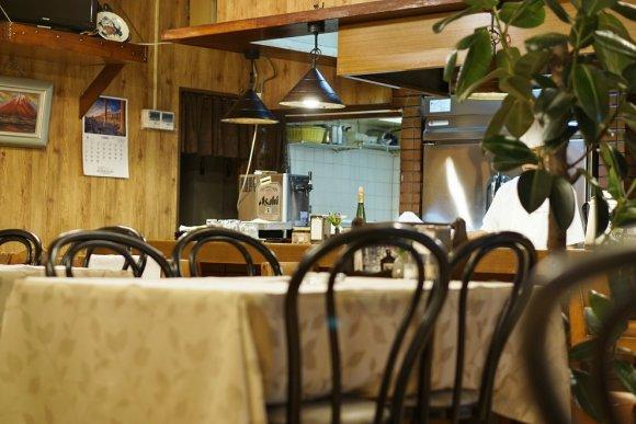 常連客が集う味!ポークステーキが美味い昔ながらの洋食店