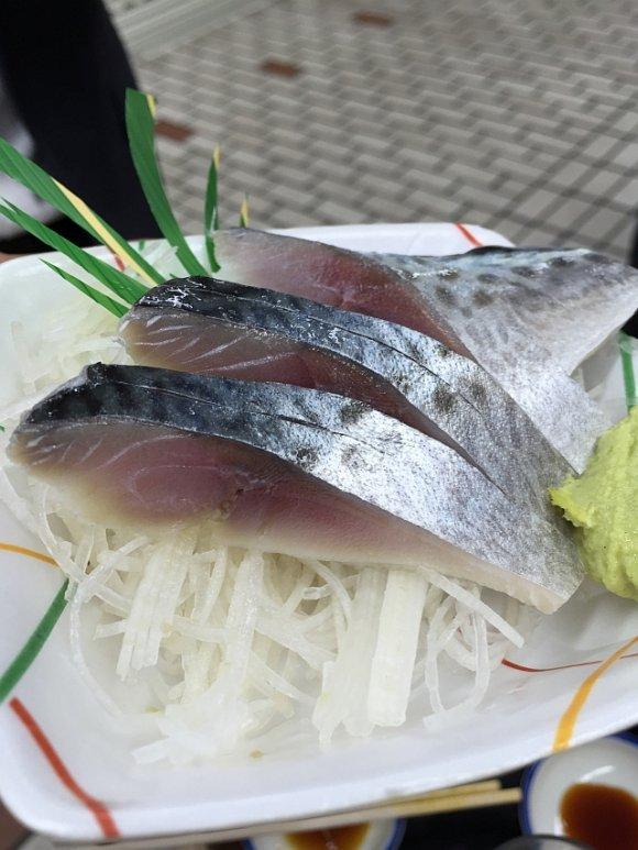 土日は10時、平日は12時から!桜木町駅そばの海鮮が旨い立ち飲み酒場