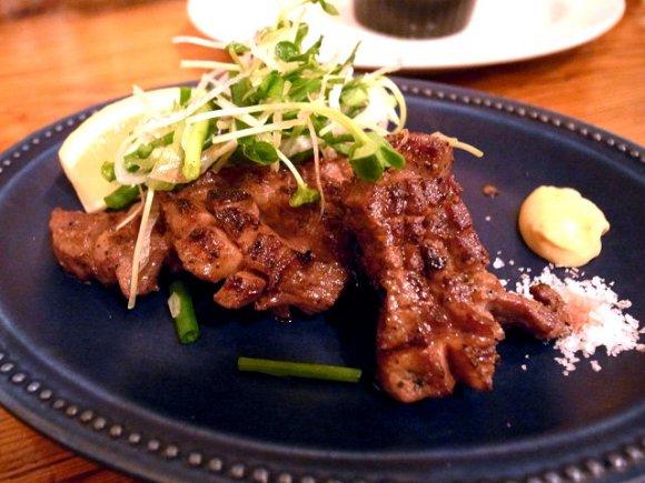 骨付き鶏もも肉のコンフィが680円!コスパ・使い勝手の良いイタリアン