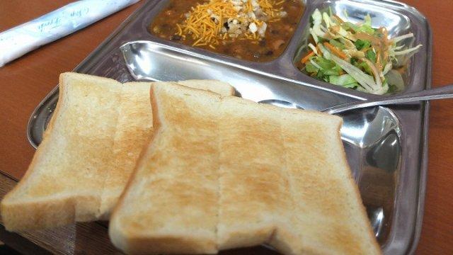 【西葛西】ナンより食パン!?インドの本当の家庭料理を楽しむ